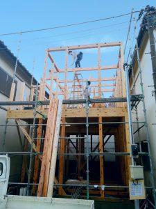 建て方 戸建~ビルまで様々な建物の建築施工やリフォームや耐震工事を承っております。