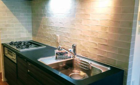 キッチンリノベーション 仕切りの壁をなくして、広々としたリビングダイニングキッチンにしたりすることなどが「リノベーション」
