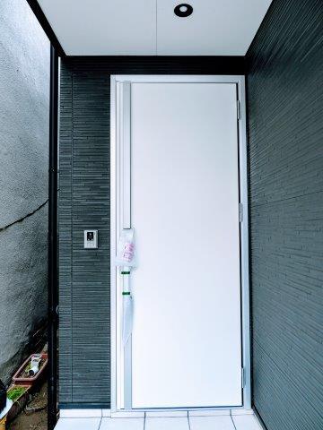 タッチキー玄関扉 ハウスメーカーや工務店選びには慎重